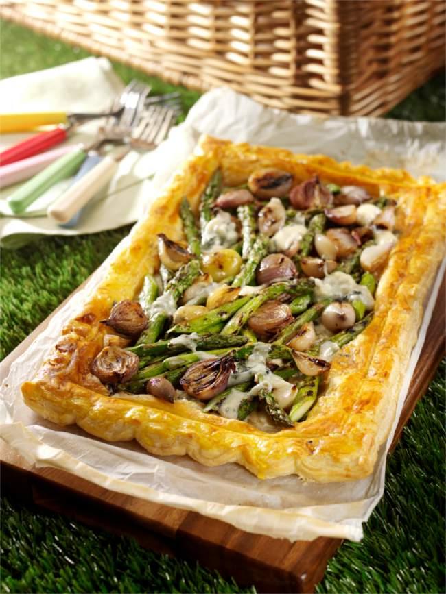 Balsamic glazed shallot, dolcelatte and asparagus tart