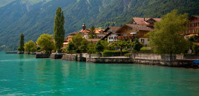 Travelling to Interlaken by boat