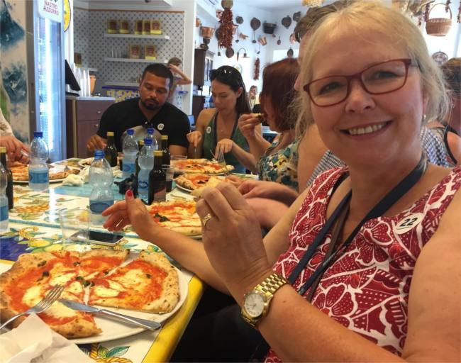 Pizza margarita in Napoli