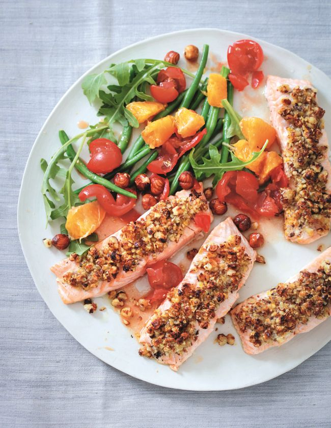 Salmon, green beans, orange and hazelnut salad