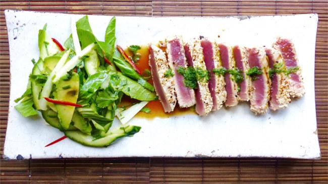 Seared tuna with Asian slaw
