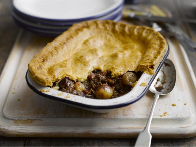 Shallot, chunky steak and mushroom pie