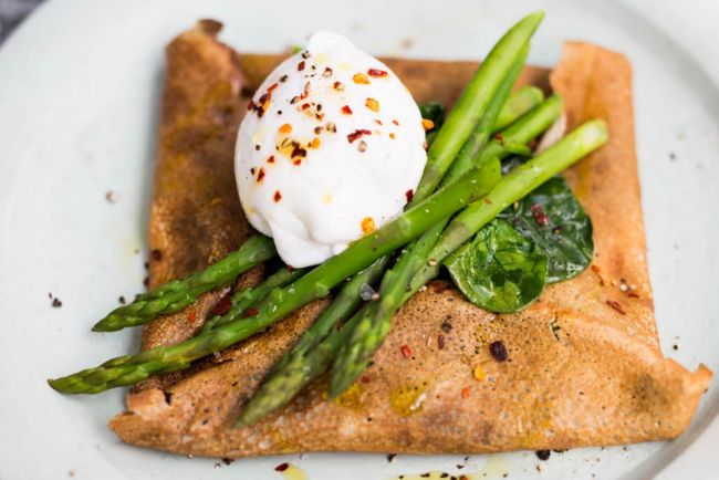 buckwheat galette with spinach, asparagus and poached egg