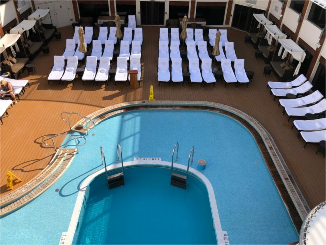Sun deck and pool - NCL Epic