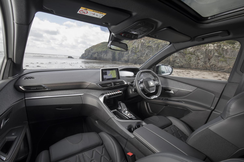 Peugeot 5008 SUV cabin