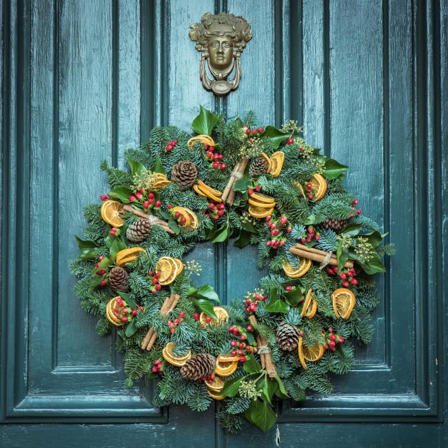 Ivy in festive door wreath
