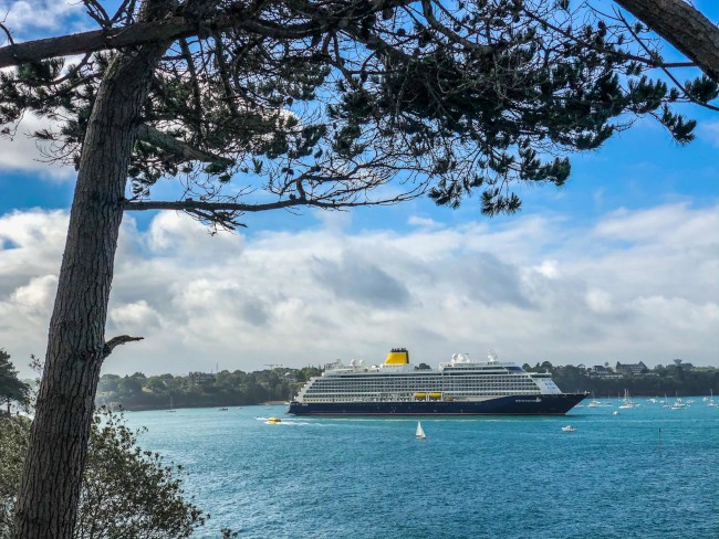Spirit of Discovery entering Saint Malo