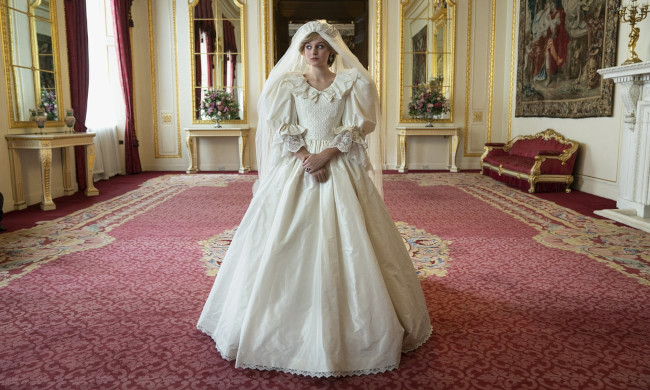 Emma Corrin as Diana Spencer